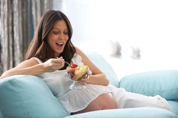 Alimentazione in gravidanza: i consigli su cosa mangiare e cosa evitare