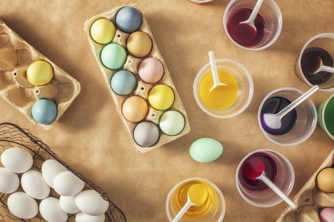 lavoretti uova colorate bambini