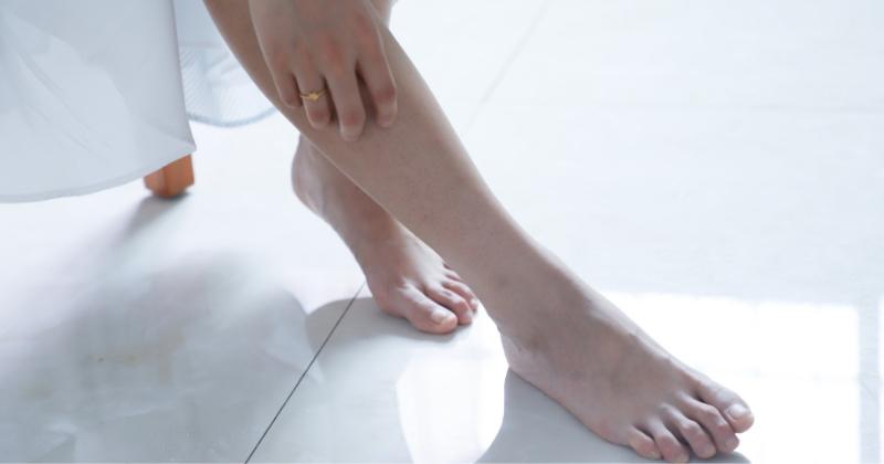 rimedi piedi gonfi in gravidanza