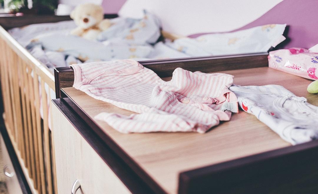 Come-lavare-i-vestiti-del-neonato