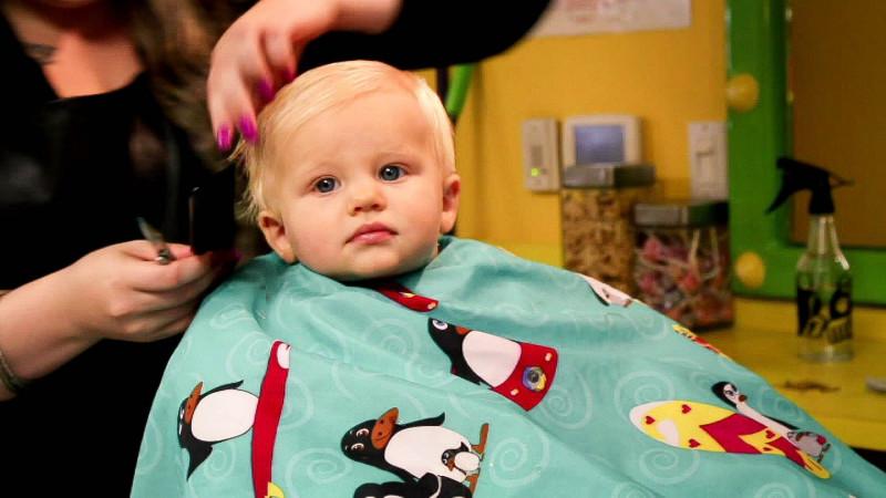 tagliare capelli neonato