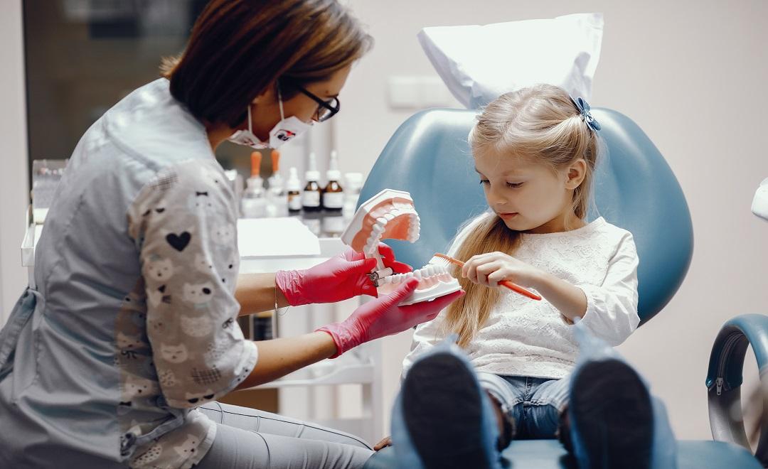 Prima-visita-dal-dentista-per-i-bambini